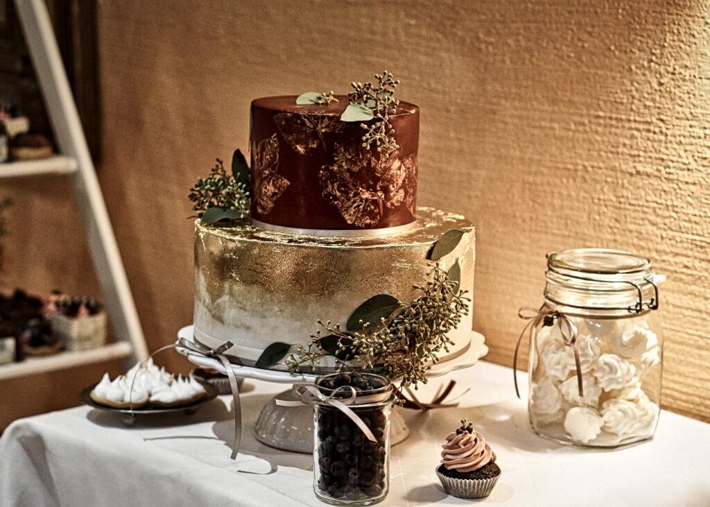 Hochzeitstorte in Golden